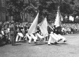 Schützenfest in den 60iger Jahren; Einmarsch von Fahne und Insignien auf dem Overbergplatz