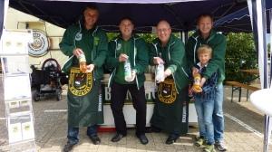 Der Vorstand präsentiert die alkoholfreien Getränke