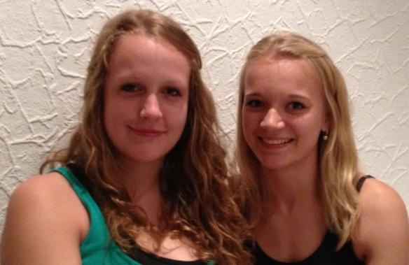 Zwei neue Jungschützinnen. Herzlich Willkommen.