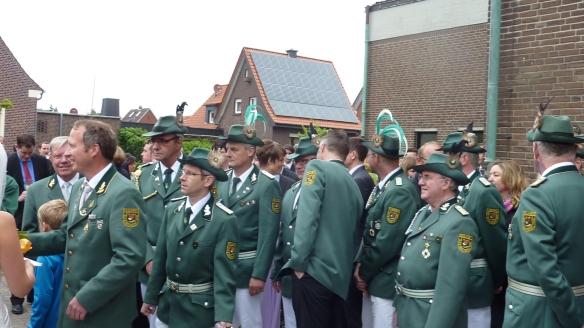 Zahlreiche Offiziere und Vorstandsmitglieder gratulieren