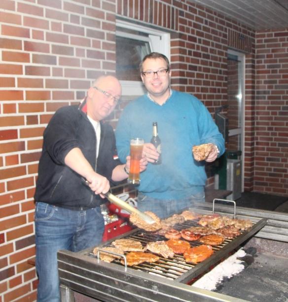 Rochen nach dem Grillen selbst wie ein Steak. Volker und Björn