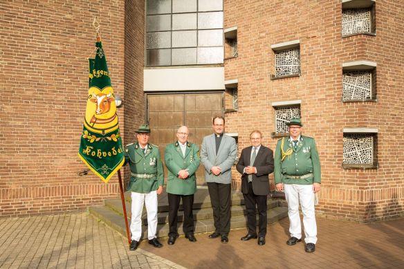 Volker Dieminger mit den 2 Seelsorgern des Schützenvereins Robert Schüttert und Markus Trautmann