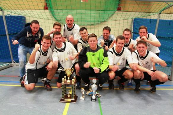 Die glücklichen Sieger des Turniers. Die Mannschaft aus Rorup.