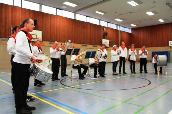 Die Drum-Band Dülmen heizte dem Publikum ein und erntete verdienten Applaus.