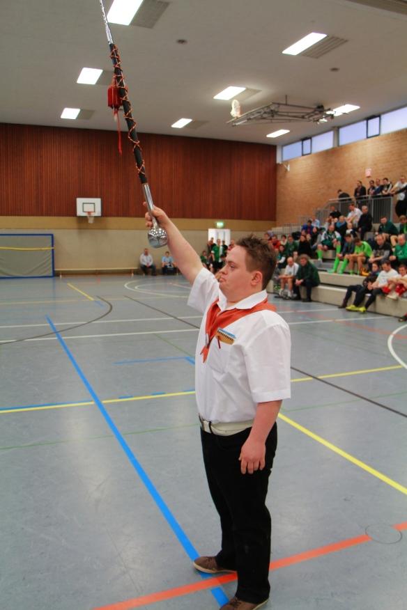 Unser Jungschütze Björn Möllers macht als Tambourmajor eine gute Figur.