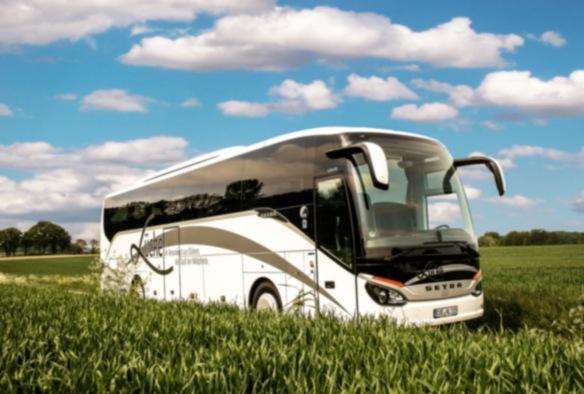 Bustransfer incl. Getränke im Bus.