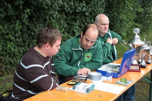 Immer im Einsatz für die Sache. Björn, Mirko und Martin. Björn wurde später als Schütze des schönsten Tores ausgezeichnet.