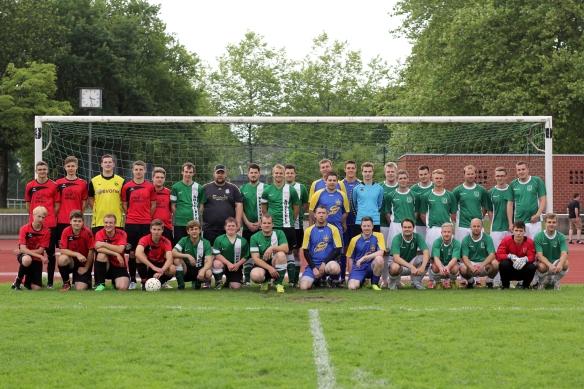 Die Akteure der einzelnen Vereine. Von links: Pluggendorf, Kohvedel, Bürger, Nieströter