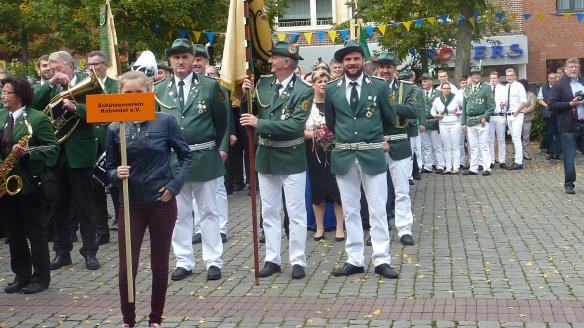 Auf dem Marktplatz fanden 13 Schützenvereine und 6 Spielmannszüge Platz.