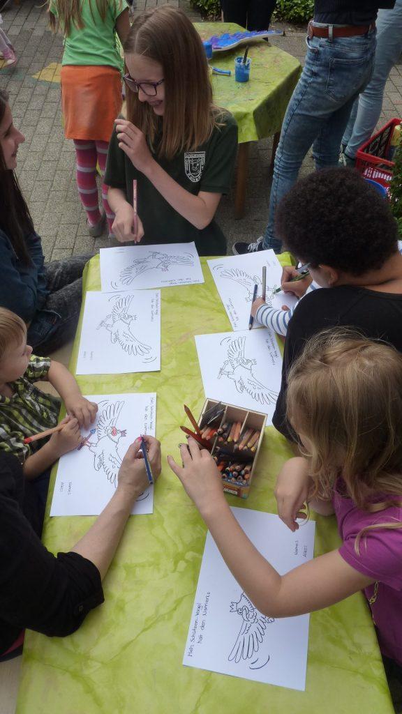 Zahlreiche Teilnehmerinnen und Teilnehmer spendeten dem Vogel ihre Namensvorschläge
