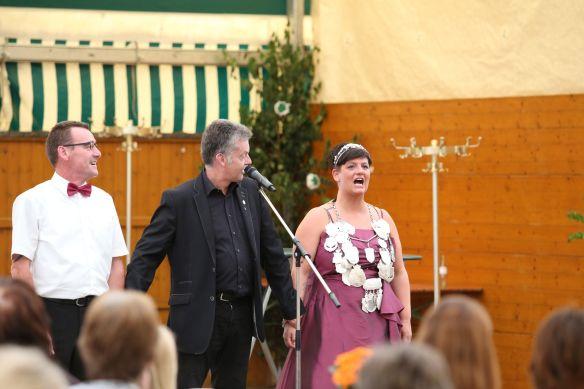 Natürlich mussten auch Königin und Prinzgemahl auf die Bühne