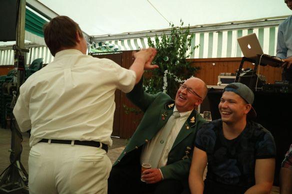 Abklatschen nach einem tollen Auftakt. Björn und Volker sind sich einig.