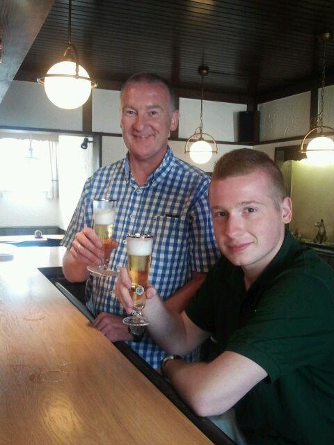 König und König, Vater und Sohn, Thomas und Thomas Elsbecker beenden mit dem letzten Bier bei Hansi Mölleck das diesjährige Schützenfest. Wir wünschen euch ein tolles Regentschaftsjahr.