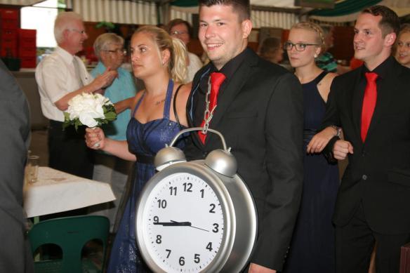 Weiß er, was die Stunde geschlagen hat? Chris Hommer mit Jana Sandkühler als Ehrenpaar.