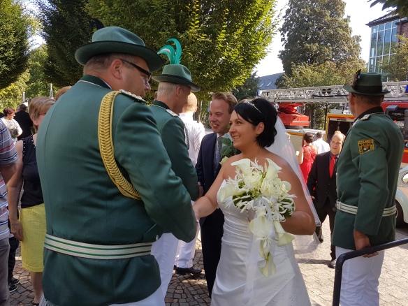 Oberst Björn überbrachte die Glückwünsche der Offiziere, Alt- und Jungschützen.