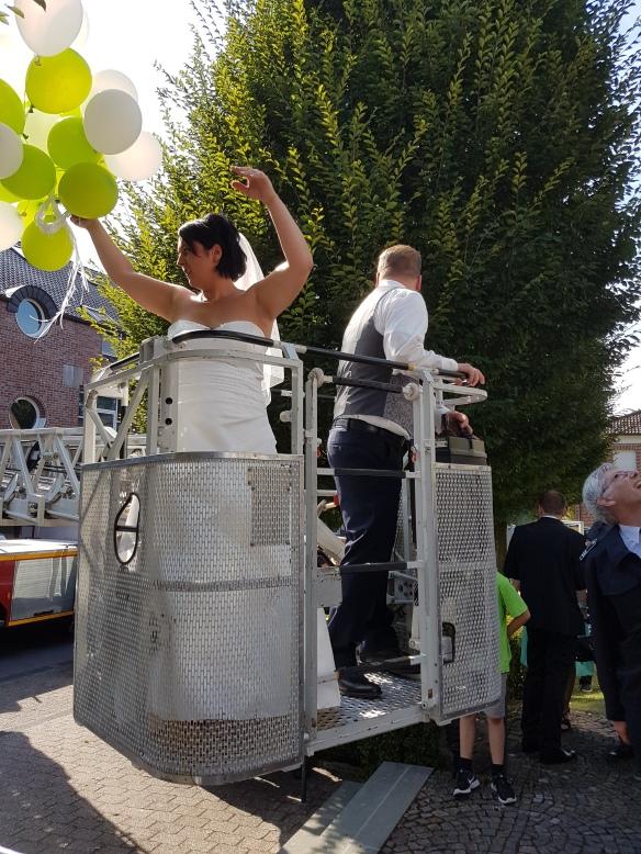 Zahlreiche grün-weiße Ballons nahm Tina mit in die Höhe.....